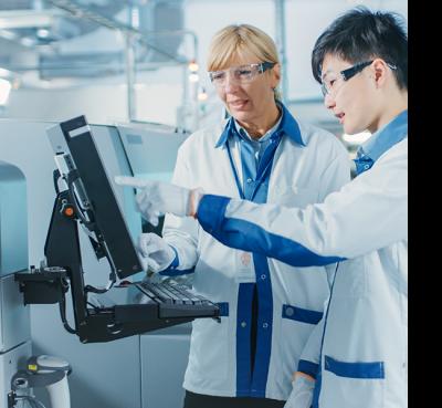 UConn_Healthcare_Innovation Online Graduate Certificate: Medical Engineers working together